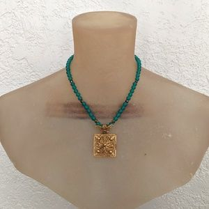 Jewelry - Glass Bead Square Gold Pendant Necklace